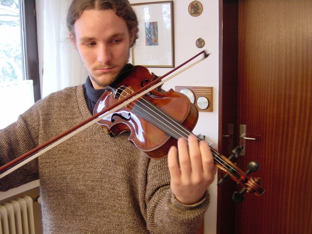 violin crooked bows need to do some exercises to make straight
