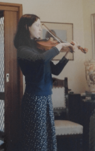 marketa playing violin teenager
